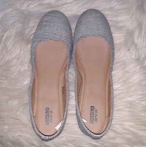 Nwot Mossimo navy and white flats